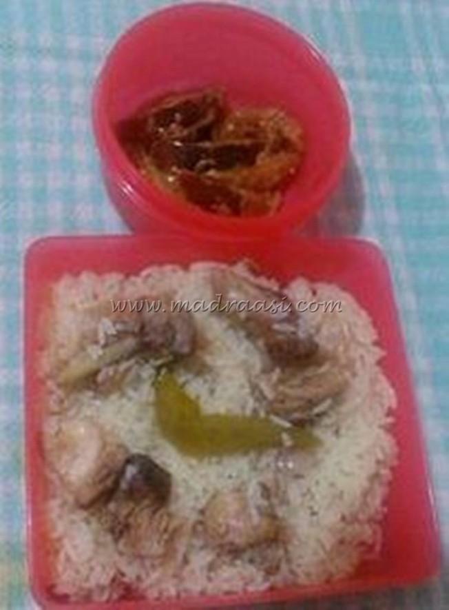 Yakhni pulao with Brinjal raita