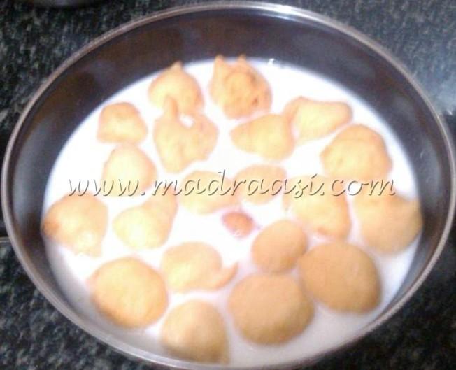 Paal paniyaram / Rice buns in milk