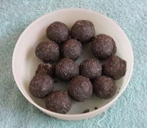 Ellu urundai / Sesame ladoos / Sesame and Jaggery balls