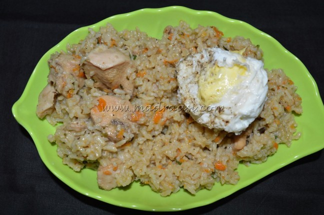 Creamy chicken rice with poached egg