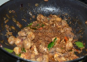 Mushrooms with grounded spice powder