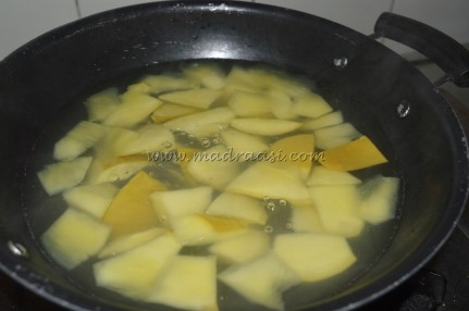 Mangoes getting boiled