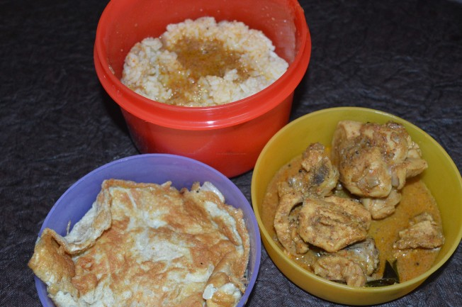 Steamed rice with Chicken curry and Egg Omelette