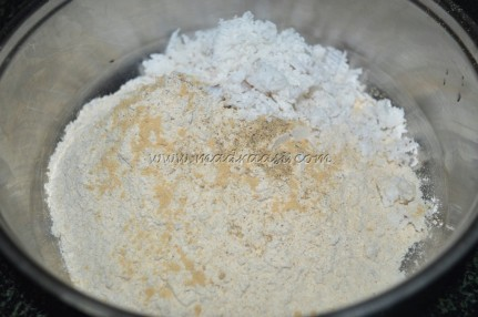 Flour and spice powders together