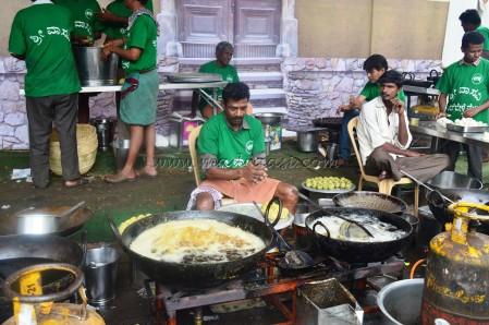Making of averebele vada / Fritters