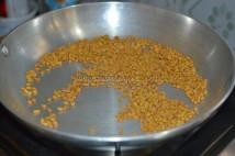 Fenugreek / Methi seeds / Vendayam getting dry roasted