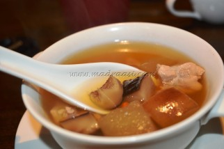 Double boil chicken with apple and ginseng (Chinese herb) soup