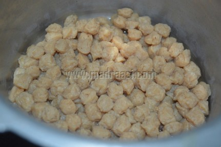 Soya chunks or Meal maker getting pressure-cooked