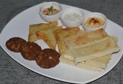 Pita bread, Samosa, Hummus