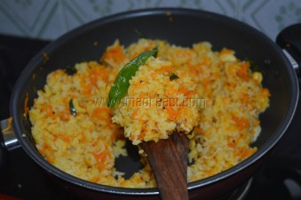 Mixing rice and carrot